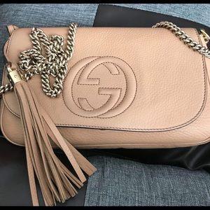 Beige Gucci Soho Chain-Strap Crossbody Bag